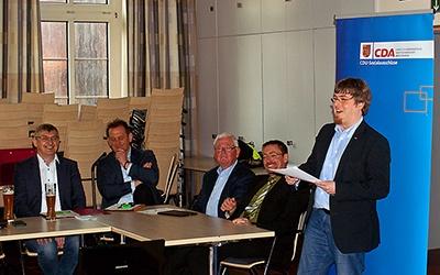 Jan Willimzig aus Dülmen (r.) bleibt Vorsitzender der CDA. Foto: Laurids Leibold